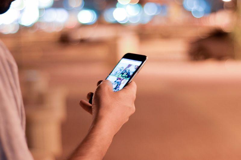 Smartphone en tablet slecht voor uw lichaam?! Fysiotherapie helpt!